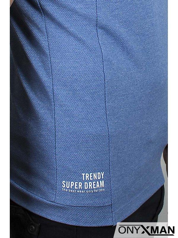 Тениска в синьо с бродирана буква