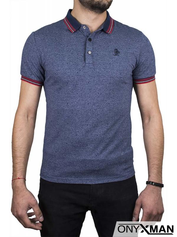 Тениска с якичка и сърф в червено