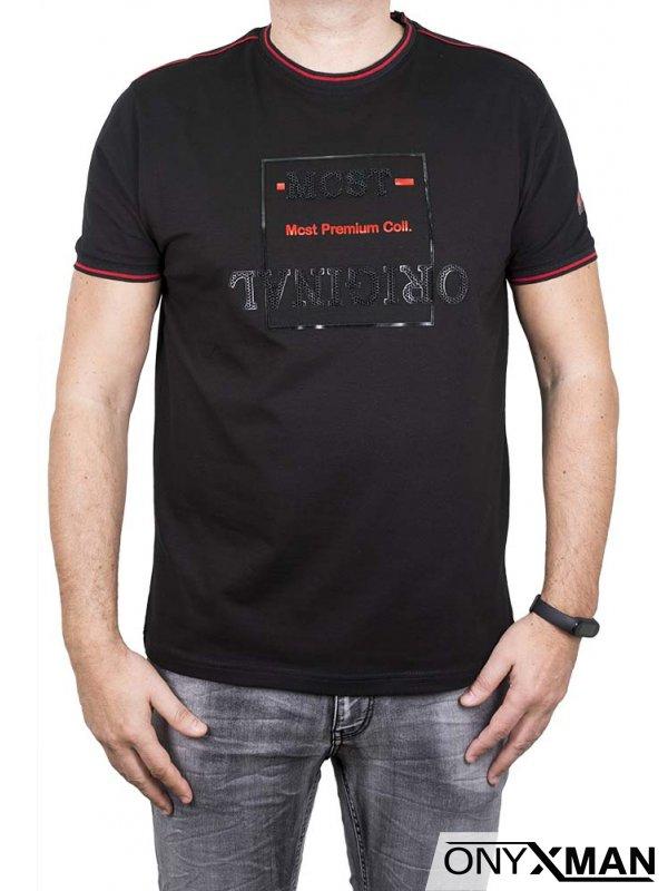Мъжка тениска в черно с червен акцент