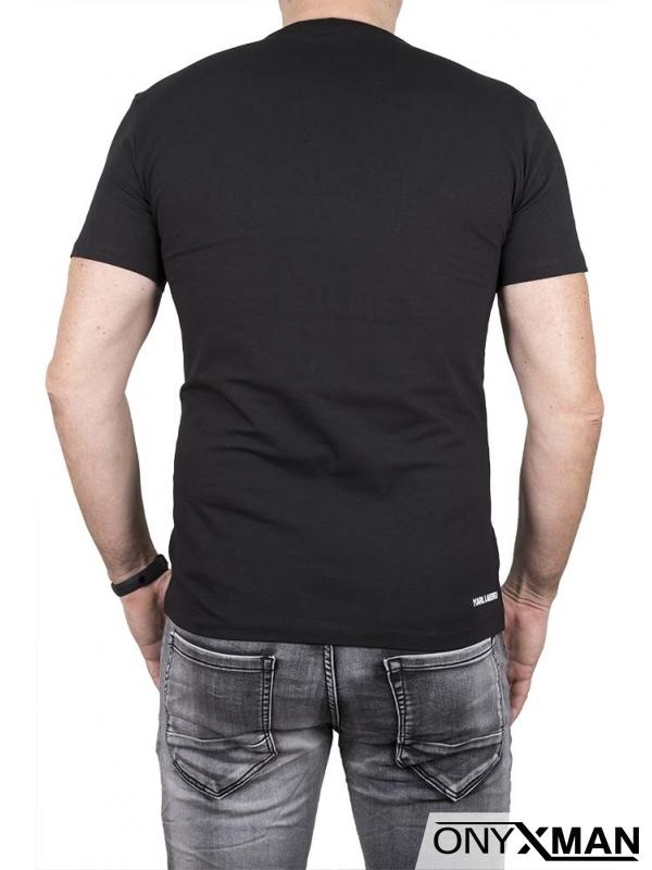 Вталена тениска в черно с голяма емблема