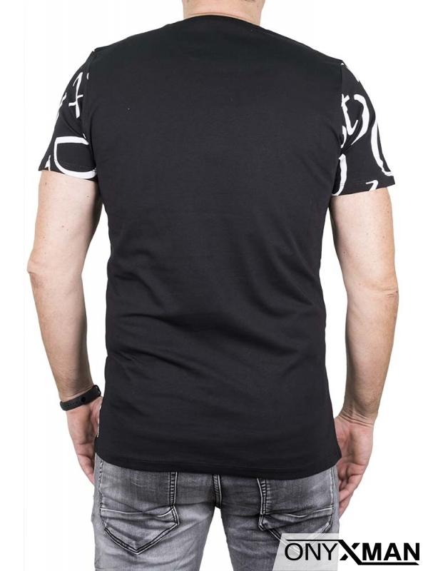 Тениска в черно с големи бели букви