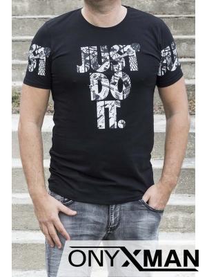 Мъжка тениска в черен цвят с бял надпис