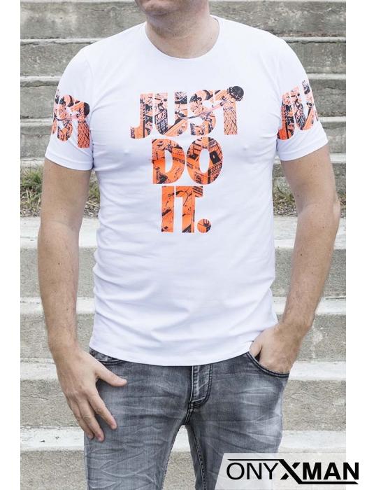 Бяла тениска с оранжев надпис