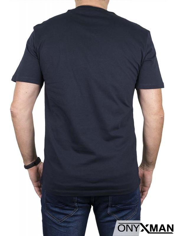 Тениска в тъмно синьо с цветен триъгълник