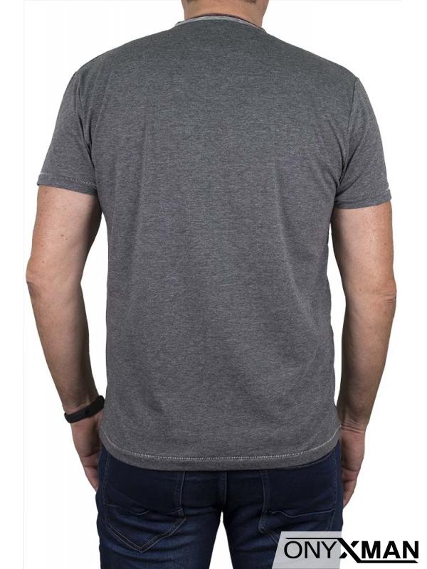 Тениска в сиво с остро деколте