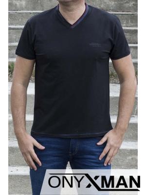 Тениска в тъмно синьо с остро деколте