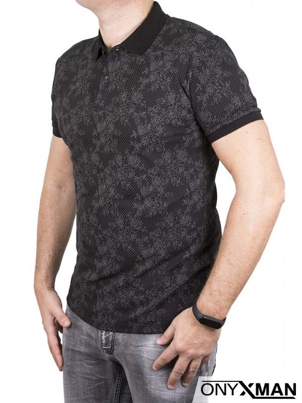 Тениска с яка в черен цвят с цветя