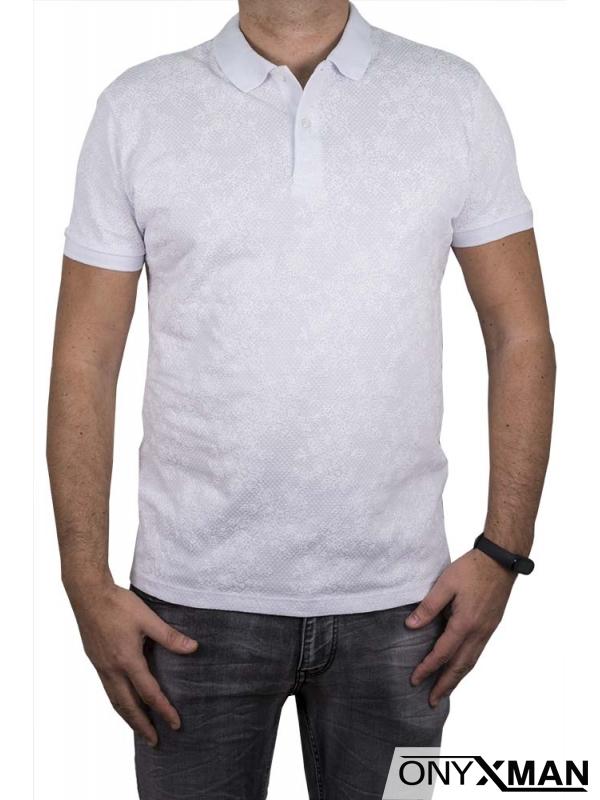 Тениска с яка в бял цвят с цветя