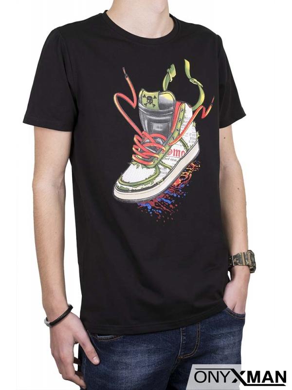Черна тениска с принт маратонка