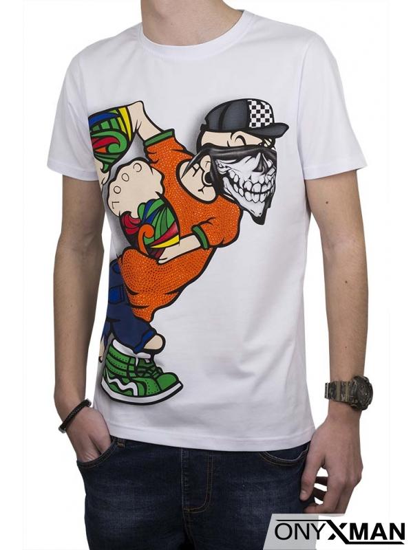 Тениска в бял цвят с весел принт