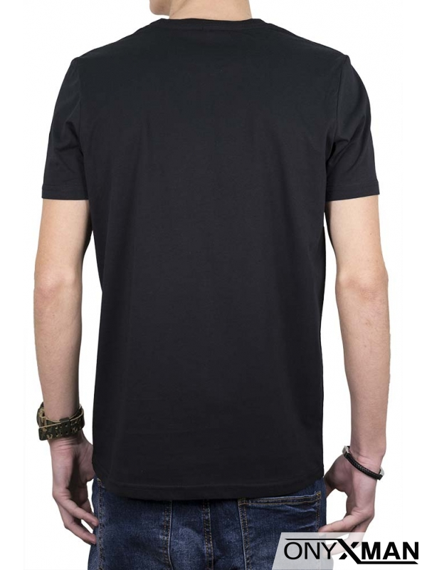 Тениска в черно с камуфлажен принт