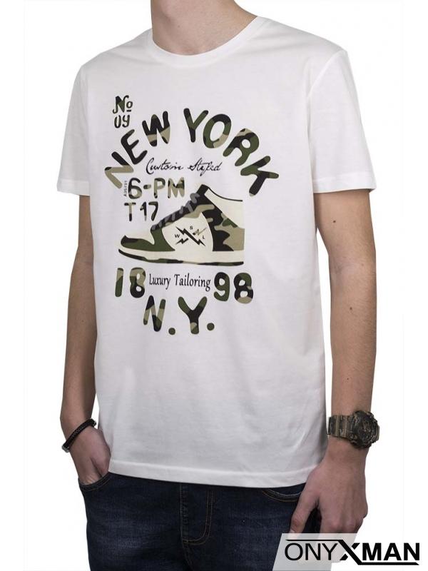 Тениска в бяло с камуфлажен принт