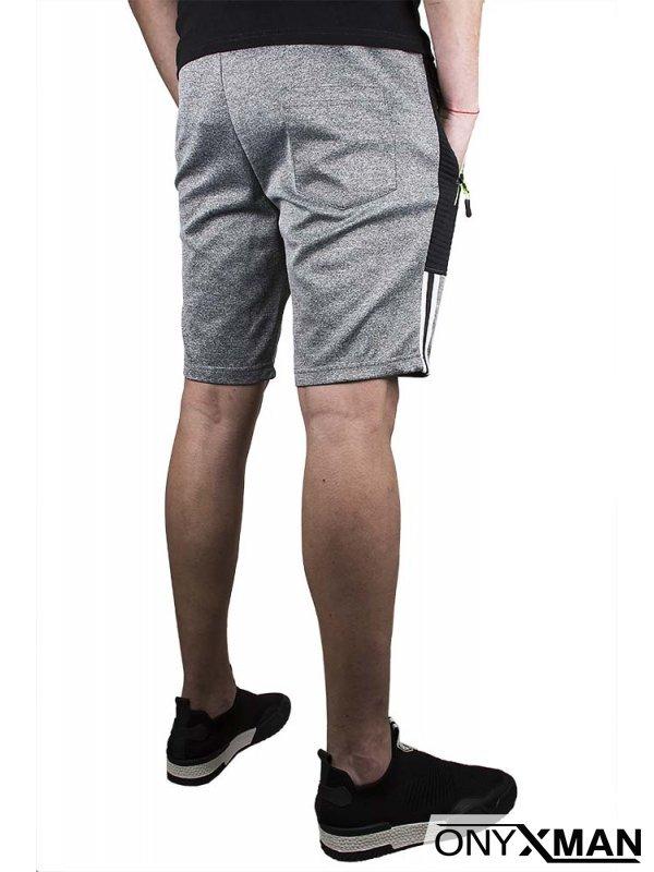Къси спортни панталони в светло сиво с бял кант