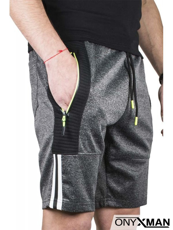 Къси спортни панталони в тъмно сиво с бял кант