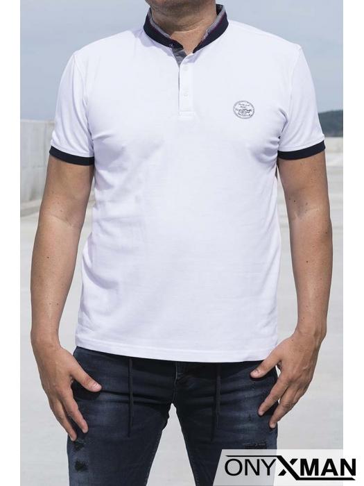 Семпла тениска с попска яка в бяло