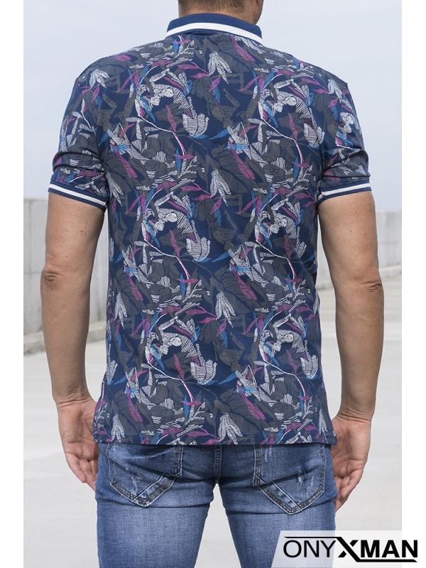 Тениска с яка в синьо с цветни мотиви