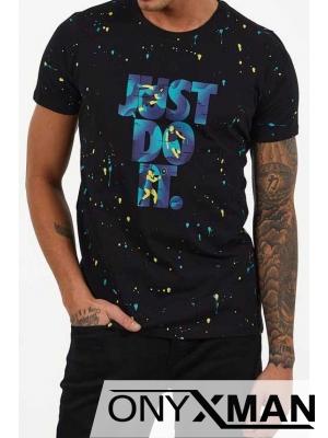 Тениска в черно с принт букви