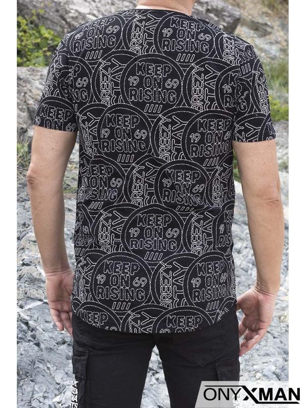 Модерна тениска в черно с бели релефни надписи