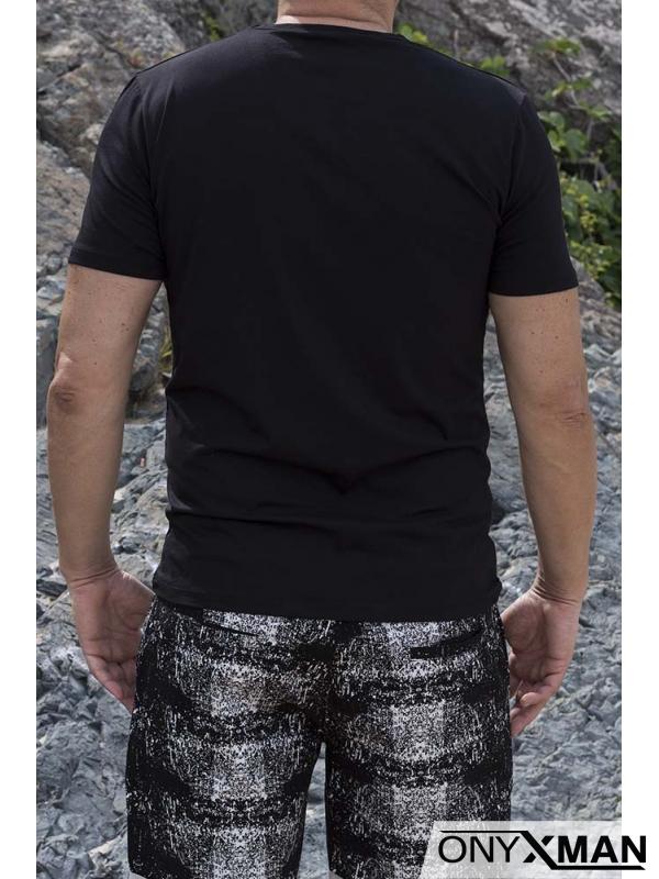 Семпла тениска в черно с надпис