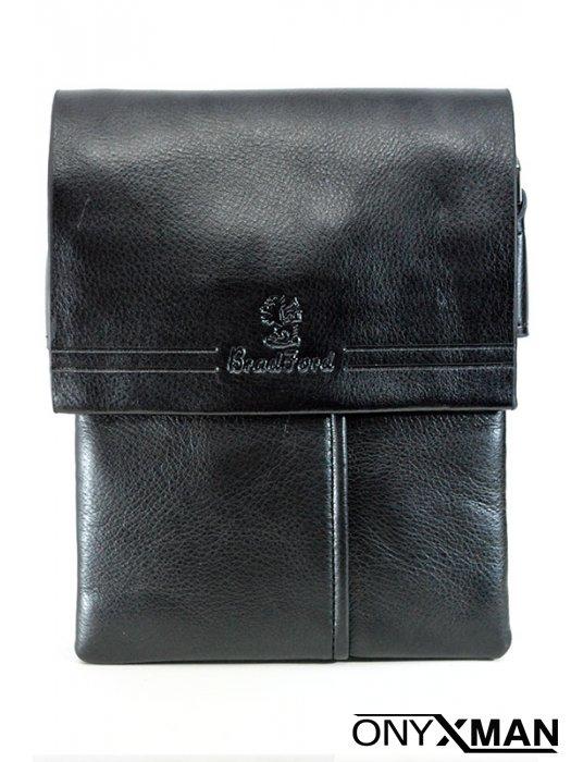 Черна мъжка чанта с капак от естествена кожа