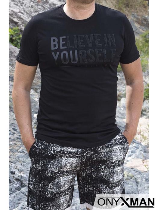 Тениска в черен цвят и надпис