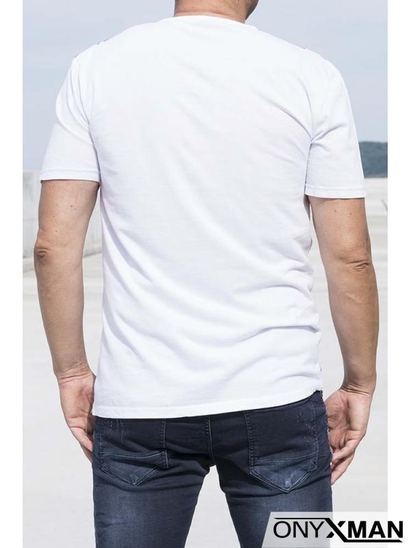 Свежа лятна тениска с листа