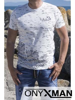Тениска в бяло с листа на палми