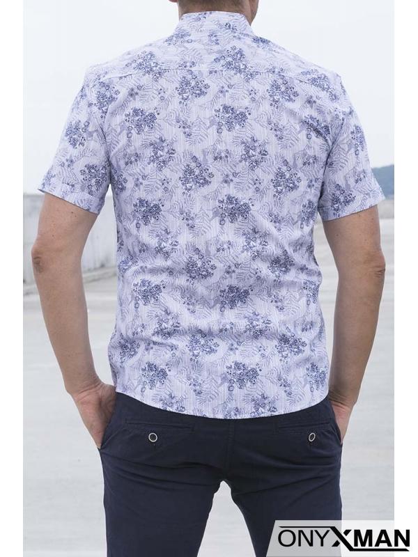 Бяла риза с къс ръкав с десен на цветя