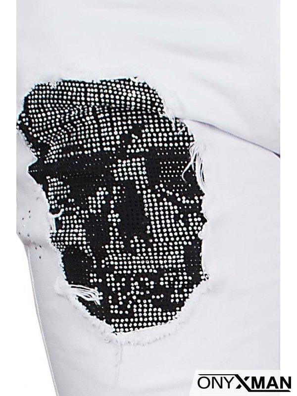 Къси дънки в бяло с камъни и череп