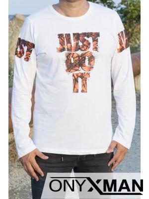 Тънка блуза в бяло с оранжев надпис