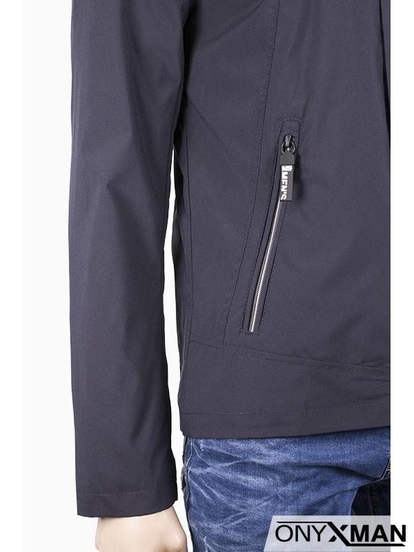 Мъжко пролетно яке със сваляща се качулка