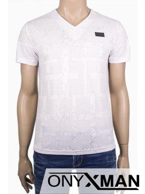 Мъжка тениска с остро деколте и малки копченца
